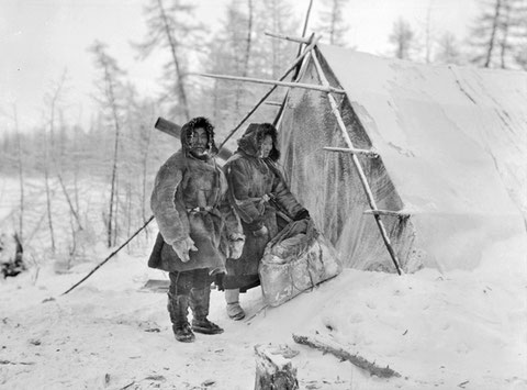 Семья Ботулу на озере Ессей. 1938 год. Якутия