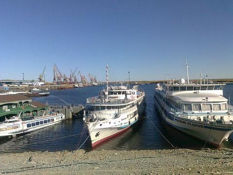 В речном порту. Якутск. Фото С. Дьяконова