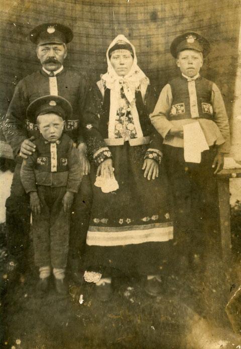 Семья духоборов (фото doukhobor.ru)