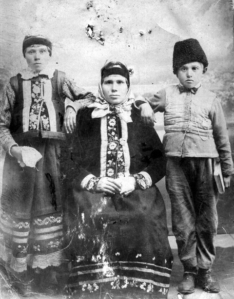 Духоборская женщина с детьми. 1899 (фото doukhobor.ru)