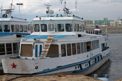 Судно «Капитан Горовацкий» в Якутском речном порту