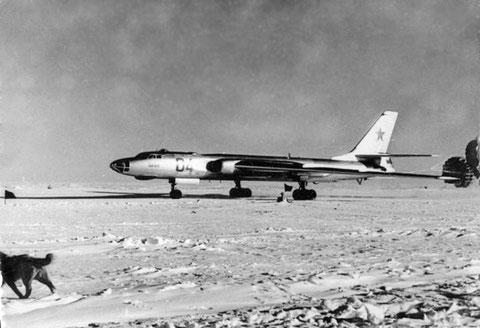 Стратегический бомбардировщик на льдине.