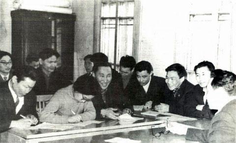 На заседании методологического семинара. 60-е годы. Якутск