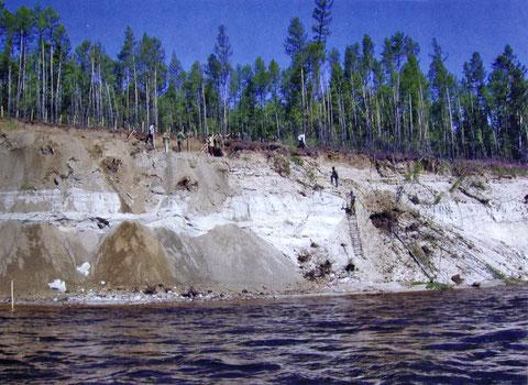 Стоянка Мунгхарыма I на реке Вилюй. Раскопки 2001 г.