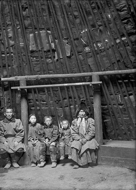 Зажиточная якутская семья. 19 в.