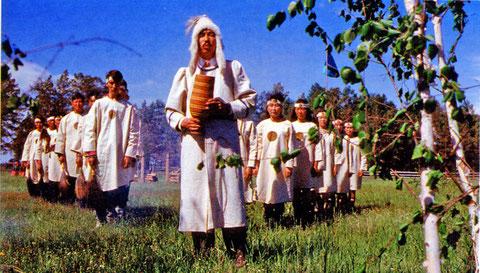 Обряд жертвоприношения духу-хозяйке земли Аан Алахчын. Якутия
