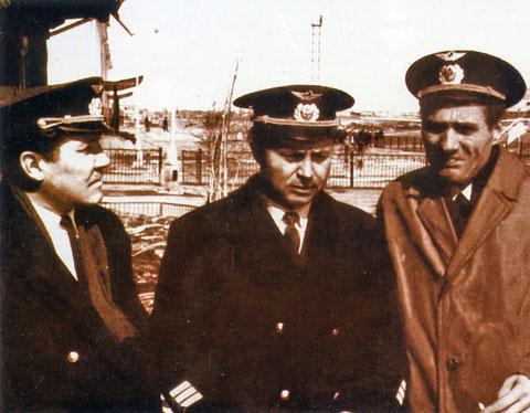 В.Г. Ивлиев с членами экипажа