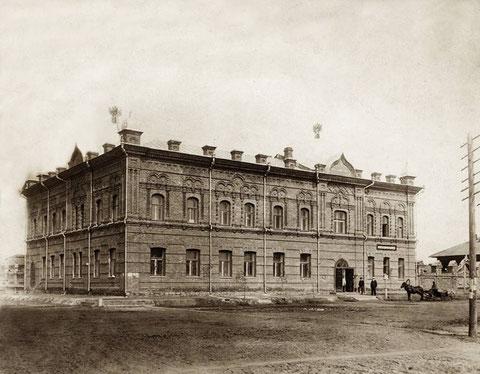 Здание библиотеки и музея в Якутске
