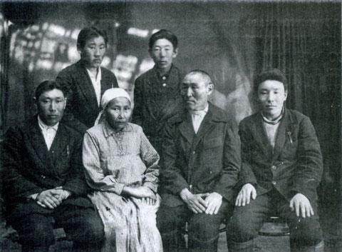 Г.В. Короходкин с близкими. Якутск, 1936 год