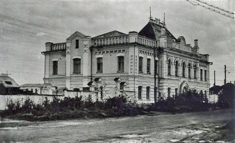 Здание ректората ЯГУ 60-е годы.