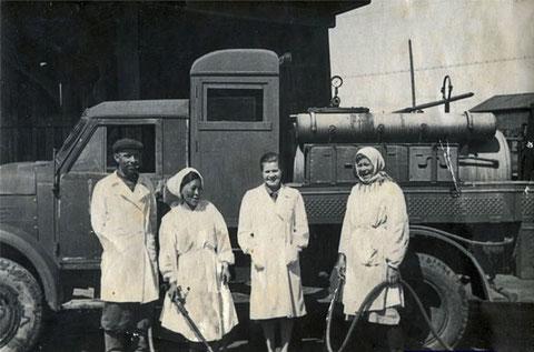 Сотрудники ветстанции Якутск .1954 г.