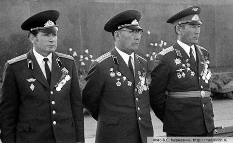 Герои ВОВ. В центре майор Чусовской, справа – полковник Федоров
