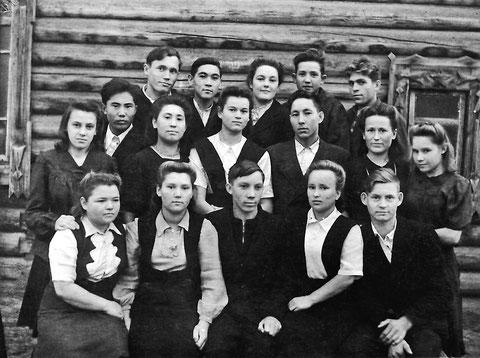 Группа выпускников Якутского электротехникума связи. Якутск, 50-е годы