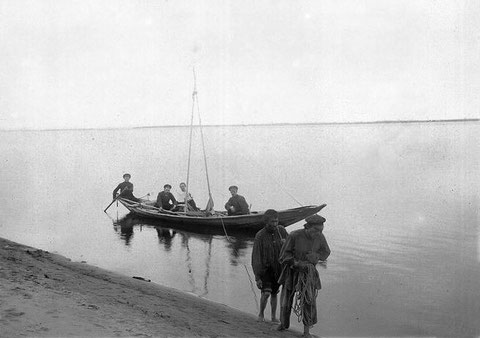 Лодка на ручной тяге.