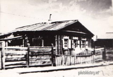 Домик Никоновых, находился в одном дворе с домом Филипповых, в котором жила наша семья в начале 20-х годов. Сын дьячка Никонова Володя был вожатым нашего первого пионерского отряда им.Спартака в 1924-26 годах.