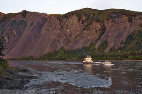 Якутия. Река Индигирка. Фото Сергея Карпухина