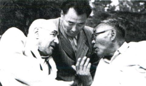 Слева — композитор Г.И. Литинский