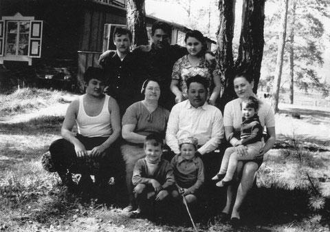 В.И Кузмин с семьей. 1971 год.