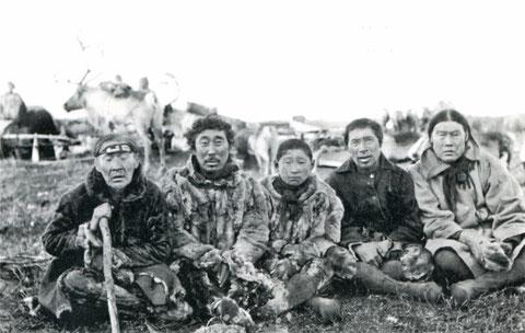 Анабарские долганы. Снимок экспедиции Э. Толля. 1895 г.