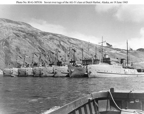 Буксиры, подготовленные для отправки в СССР по ленд-лизу. Штат Аляска, 1945 г. Второй справа буксир «Якутия»
