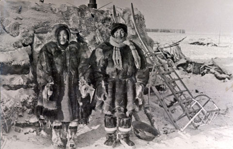 Зимняя мужская и женская одежда нижнеколымских оленеводов-эвенов. 1900 г.