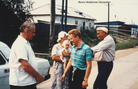 Привезли продовольственную помощь семье Краснояровых. 1994 год