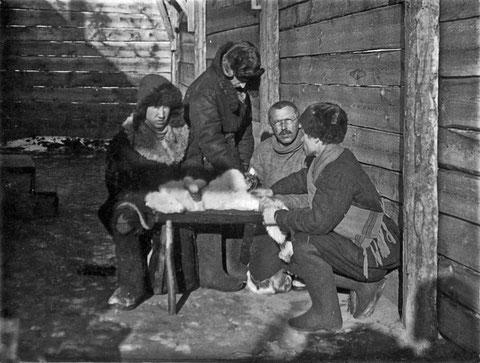 Сотрудники ветеринарной лаборатории. Якутск