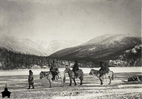 Поездка по верхнему течению реки Колымы. Фото В.И.Иохельсона
