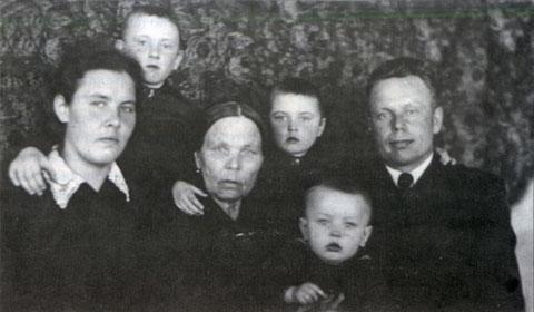 Семья Марковых. 50-е годы. Якутск