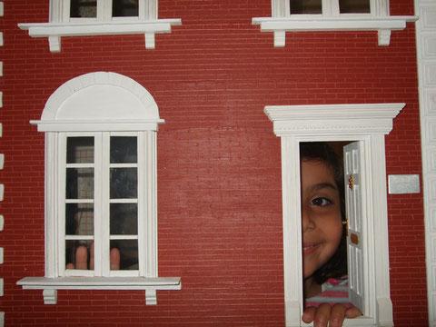"""por la puerta asoma ... una de mis dos más preciadas """"miniaturas"""""""