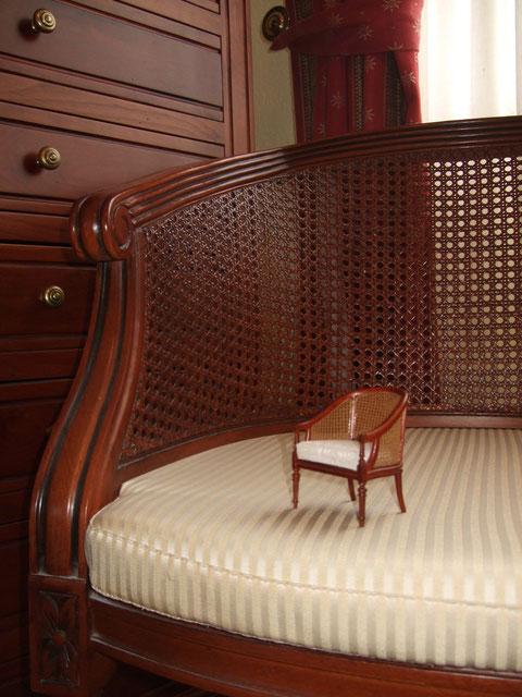 es parecidísimo al sillón de mi dormitorio en el mundo real, me hace mucha ilusión.