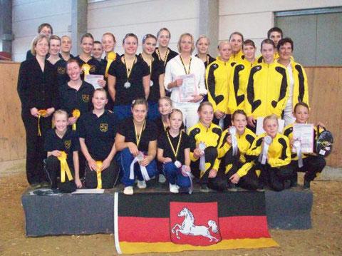 Hannoveraner Teams (v.l.n.r.) Braunschweiger M*-Team, Garbsener S-Team und das Winsener L-Team (achja auch im Braunschweiger Team ist ja eine Ritterhuderin, die Christine studiert ja seit ca einem Jahr dort ;o)  )