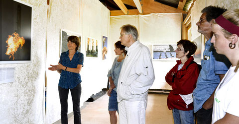 Dr. Winter bei der Ausstellungseröffnung bei artefact; 8.7.2015