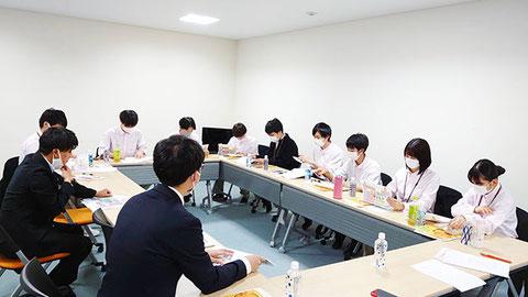 メディアについて勉強する21メンバースタッフ