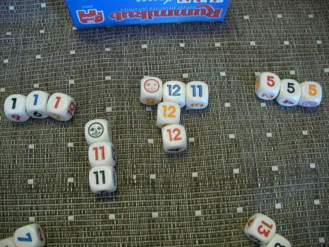 Bさんに赤と青の11が出たので1についていたジョーカーをはずして11として使った