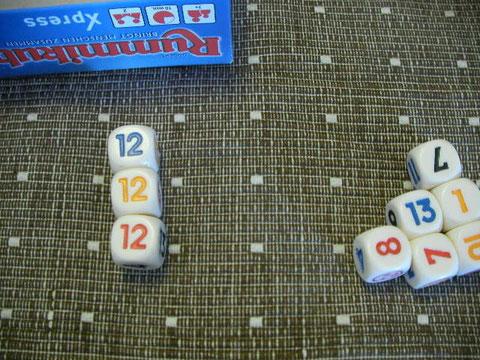 とりあえず並べます。同じ数字なら3つ以上で違う色。数字並びにそろえるなら3つ以上で同じ色。並んでるものにくっつけるなら1つからOK。簡単でしょ。