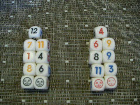 最初に2人で9個づつ分ける。顔サイコロは平等に2個づつ分けるといいですね
