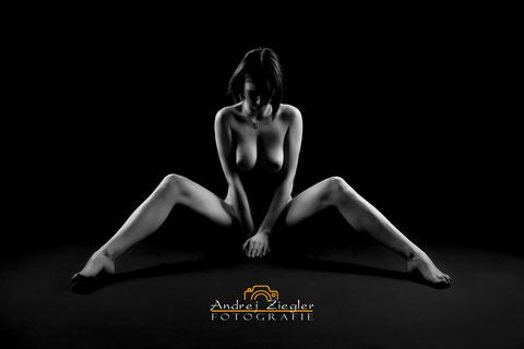 Akt-Dessous-Shooting - Akt-Fotoshooting - Ideen zu Aktfotografie - Erotischer Akt für Paar.