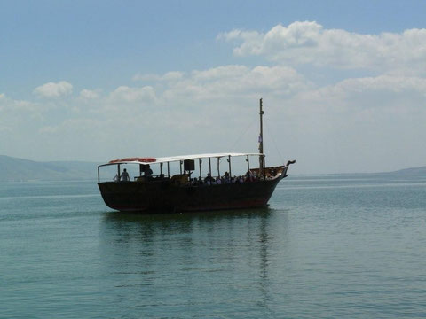 Navegando por la ribera norte del Mar de Galilea