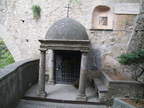 La Cella dove pregava e digiunava il Santo
