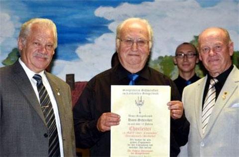 Goldene Stimmgabel - Chorleiter Pfarrer i.R. Hans Schreiber - 27. Juni 2015