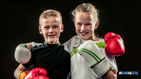 Kids beim Kickboxen in Langenargen; Kinder Kickboxen, Kickboxen Mädchen, Kickboxen macht stark, Selbstbewusst, Selbstschutz, Kickboxen Langenargen, Kickboxen Friedrichshafen, Karate, Taekwondo, Krav Maga