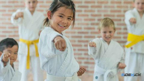 Kinder bei Karate in Meckenbeuren, Kinder Karate, Karate Mädchen, Karate macht stark, Selbstbewusst, Selbstschutz, Kickboxen Langenargen, Kickboxen Friedrichshafen, Karate, Taekwondo, Krav Maga