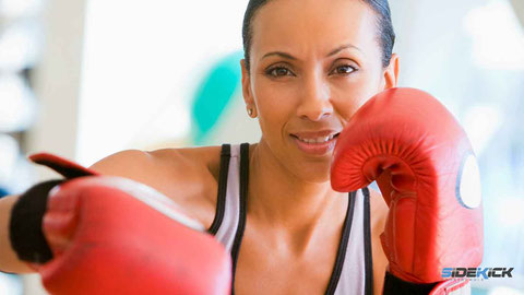 Frau macht Frauenkickboxen in Meckenbeuren und Lindau