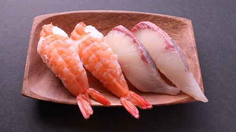 ぶり、エビ、海老、えび、鰤、ブリ、寿司、寿司桶、外食、料理、食べ物の写真フリー素材 Buri,  shrimp, yellowtail, sushi, sushi tub, eating out, cooking, food photos Free material