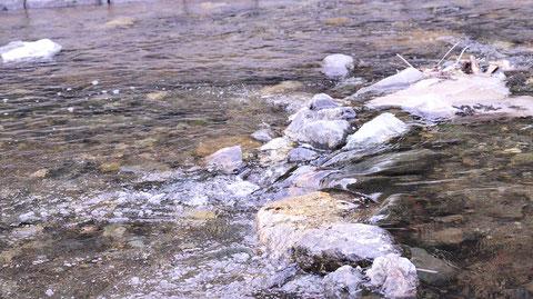 田舎、川、浅い川、水しぶきの写真フリー素材 Countryside, river, shallow river, splash photos free material