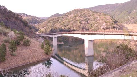 ダム、湖、池、橋、山、コンクリートの写真フリー素材 Dams, lakes, ponds, bridges, mountains, concrete photos free material