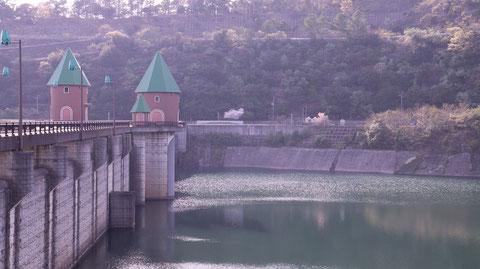 ダム、湖、池、建物、山、コンクリートの写真フリー素材Dams, lakes, ponds, buildings, mountains, concrete photos free material