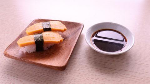 卵、醤油、紫、寿司、寿司桶、外食、料理、食べ物の写真フリー素材 Egg, soy sauce, purple, sushi, sushi tub, eating out, cooking, food photo free material