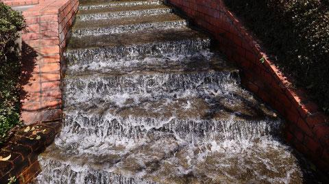 階段滝の写真フリー素材 Stairs Waterfall Photos Free Material